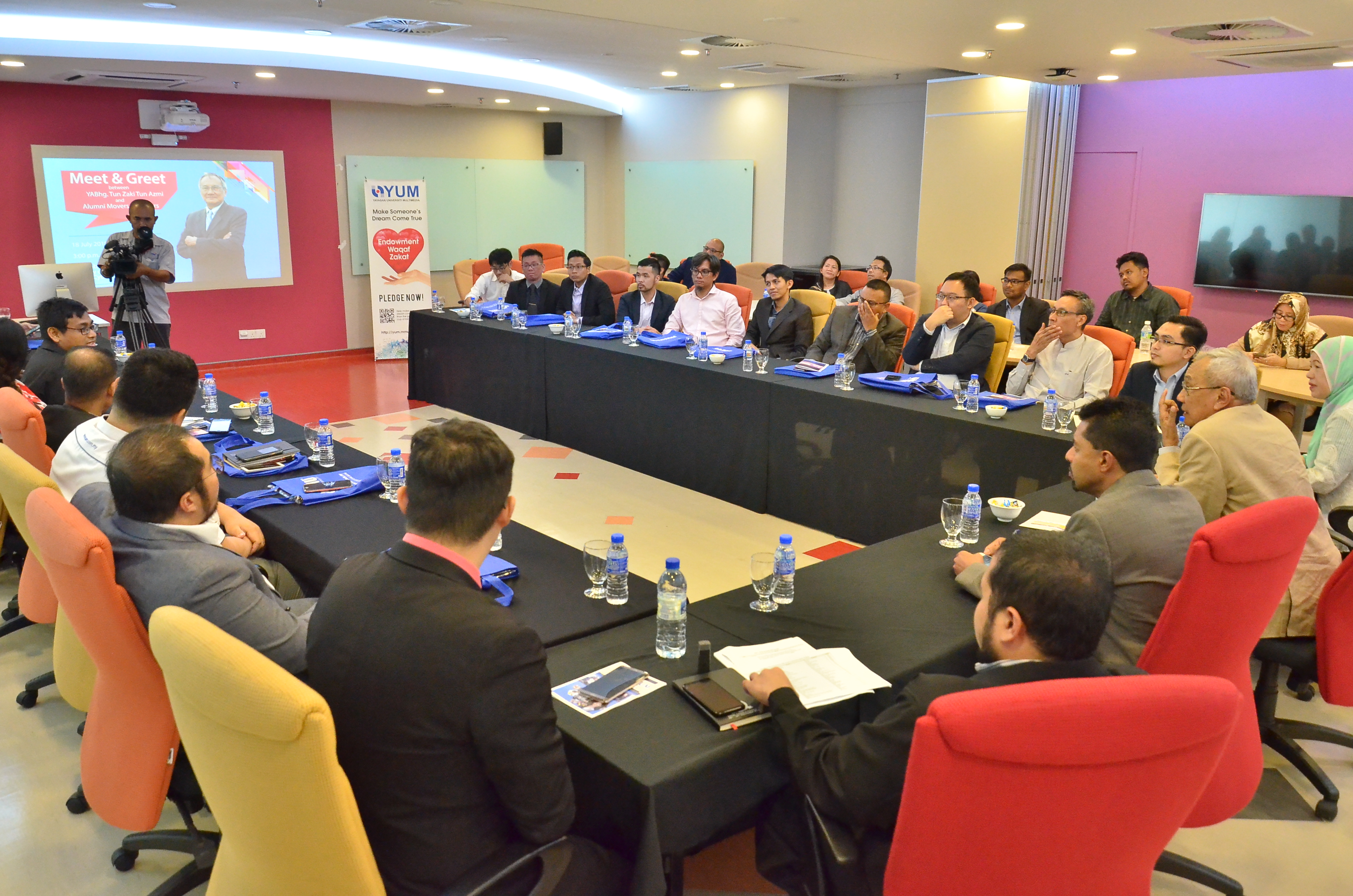 Multimedia university mmu chancellor exchanges ideas with alumni on 18 july 2018 mmu chancellor tun zaki tun azmi met up personally with a group of 40 alumni in a session of meet and greet between yabhg m4hsunfo
